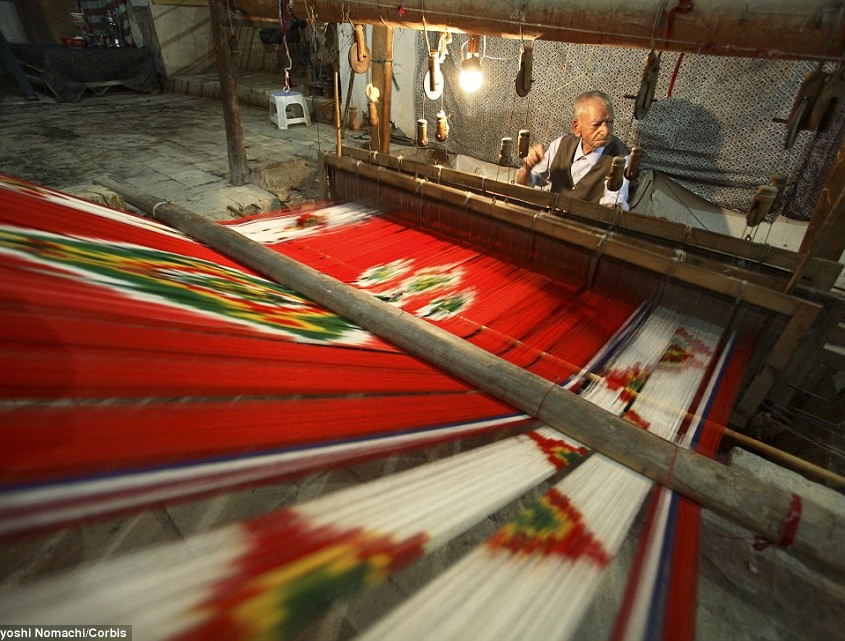 A-craftsman-works-the-handloom-to-weave-and-create-a-vibrant-patterned-silk-in-Yazd.jpg February 7, 2016 159 kB 962 × 641 Edit Image Delete Permanently
