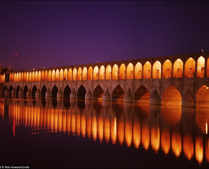 Americans and Brits travelling to Iran to see sights such as the incredible Si-o-seh Pol Bridge at night will need a visa ahead of time to enter mainland Iran, according to their respective governments