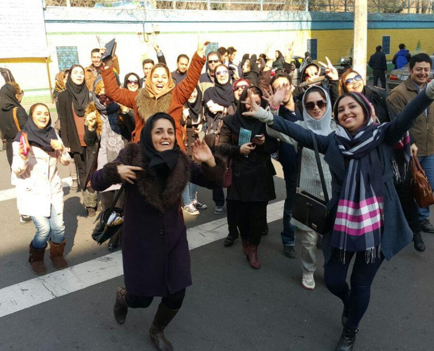 Thousands of Iranian students take the final exams to become licensed tour guide (12)