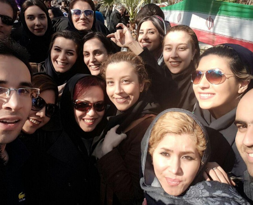 Thousands of Iranian students take the final exams to become licensed tour guide (6)