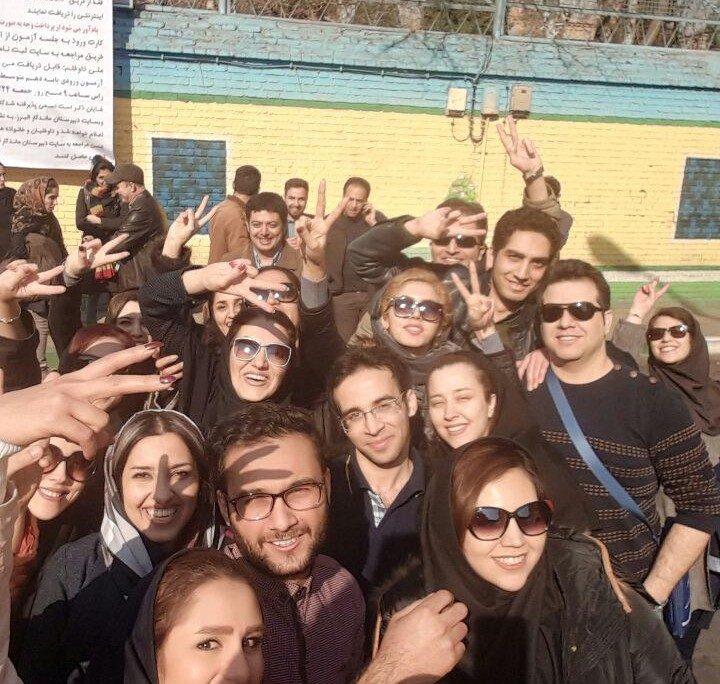 Thousands of Iranian students take the final exams to become licensed tour guide (9)